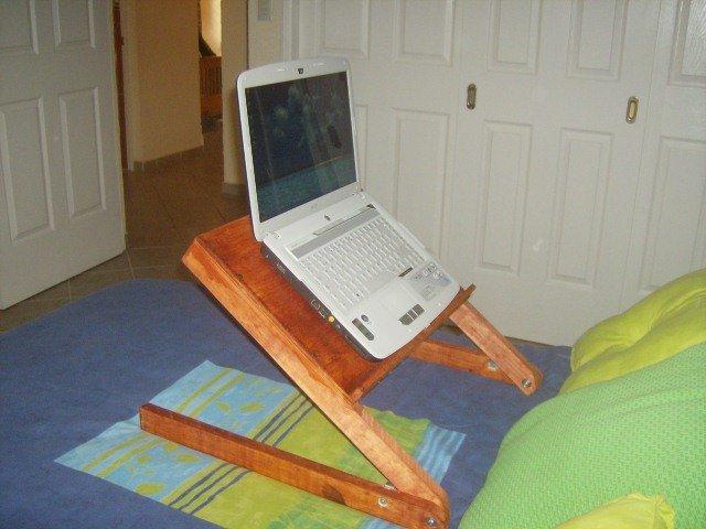table d 39 ordinateur portable pour une utilisation dans un. Black Bedroom Furniture Sets. Home Design Ideas