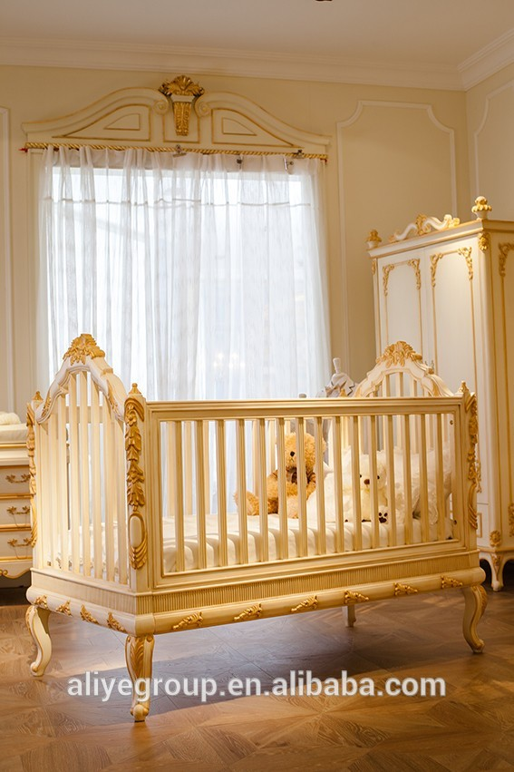 Wy108 Luxury Golden Baby Bed Crib Wooden Design Royal Baby