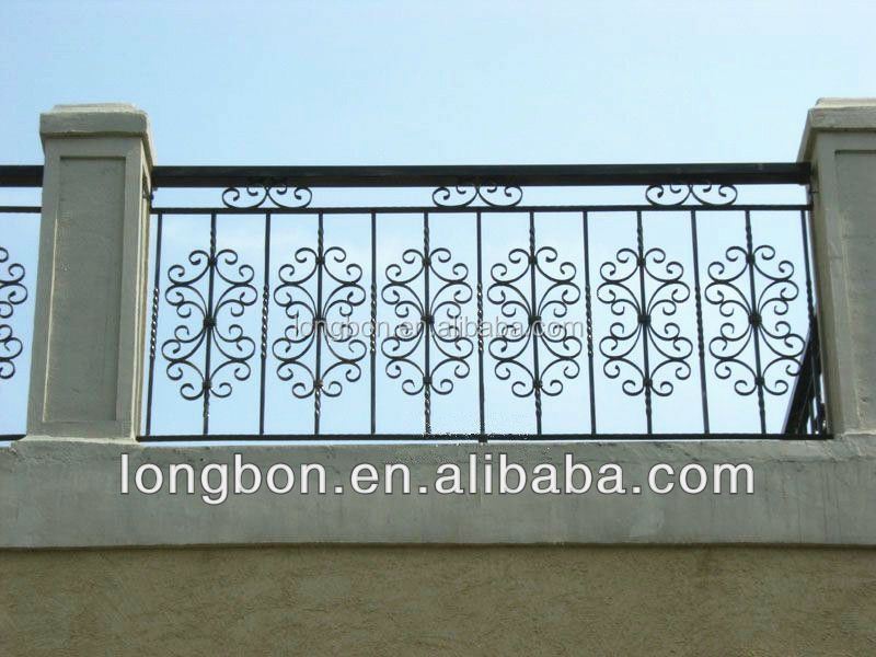 Design grill balcon en fer forg rampes et mains courantes for Simple balcony grill design