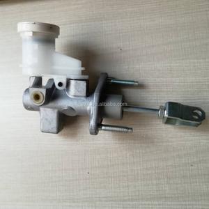 Hydraulic clutch master cylinder for Mitsubishi MR995036