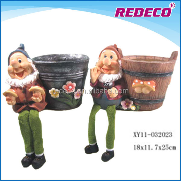 Polyresin garden gnome decoration