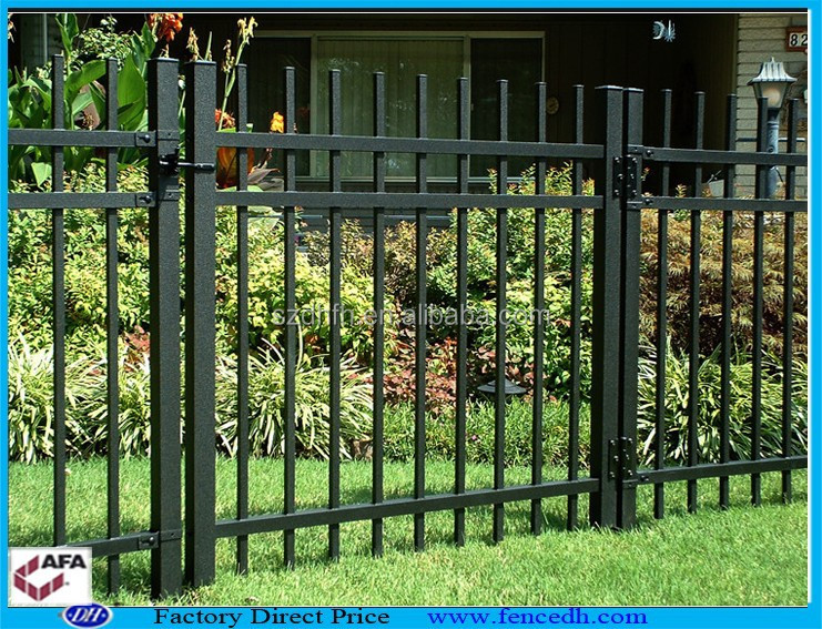 Portes en fer forg porte du jardin porte cl ture de for Porte barriere jardin