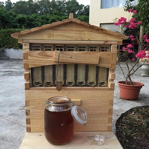 2018 Henan beehive factory directly supply 10 and 7 pcs automatic honey flow bee hive and auto beehive flow