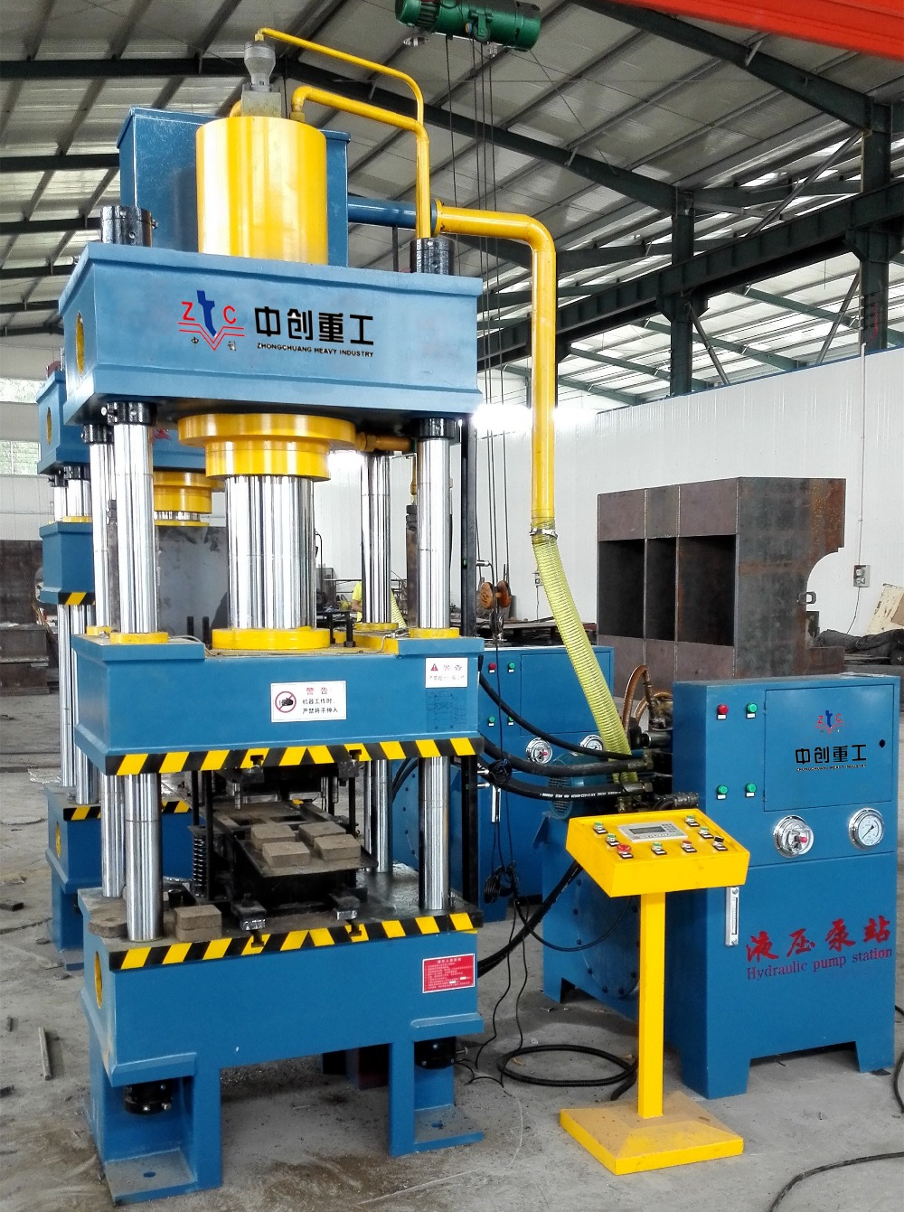 hydraulic machines A hydraulic press is a machine that has a bed or a plate in which the metallic material is placed so that it can be crushed, straightened or moulded.