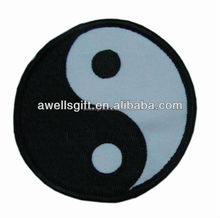 YING AND YANG YIN YAN CHINESSE SYMBOL BLACK WHITE SOW SEW IRON ON PATCH BADGE