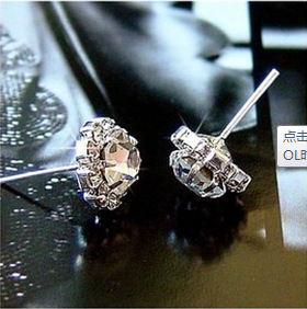 Yiwu manufacturer sells Korean edition fashion trendsetter sells zircon flash drill sunflower earrings