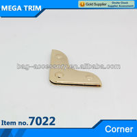 No.7022 unique design fancy bag ornament small metal corner wholesale in bulk light gold color bag corner