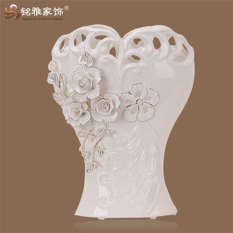 Wedding table centerpieces China ceramic figurines home indoor decoration porcelain vase in white color for wedding centerpiece