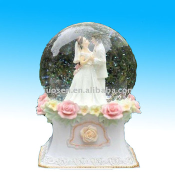 Hotsale resin wedding snowglobe, wedding souvenir
