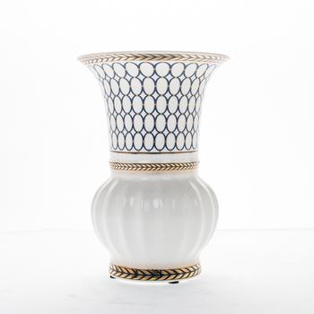 Modern White Colour Ceramic Vase Different Types Vase With Golden