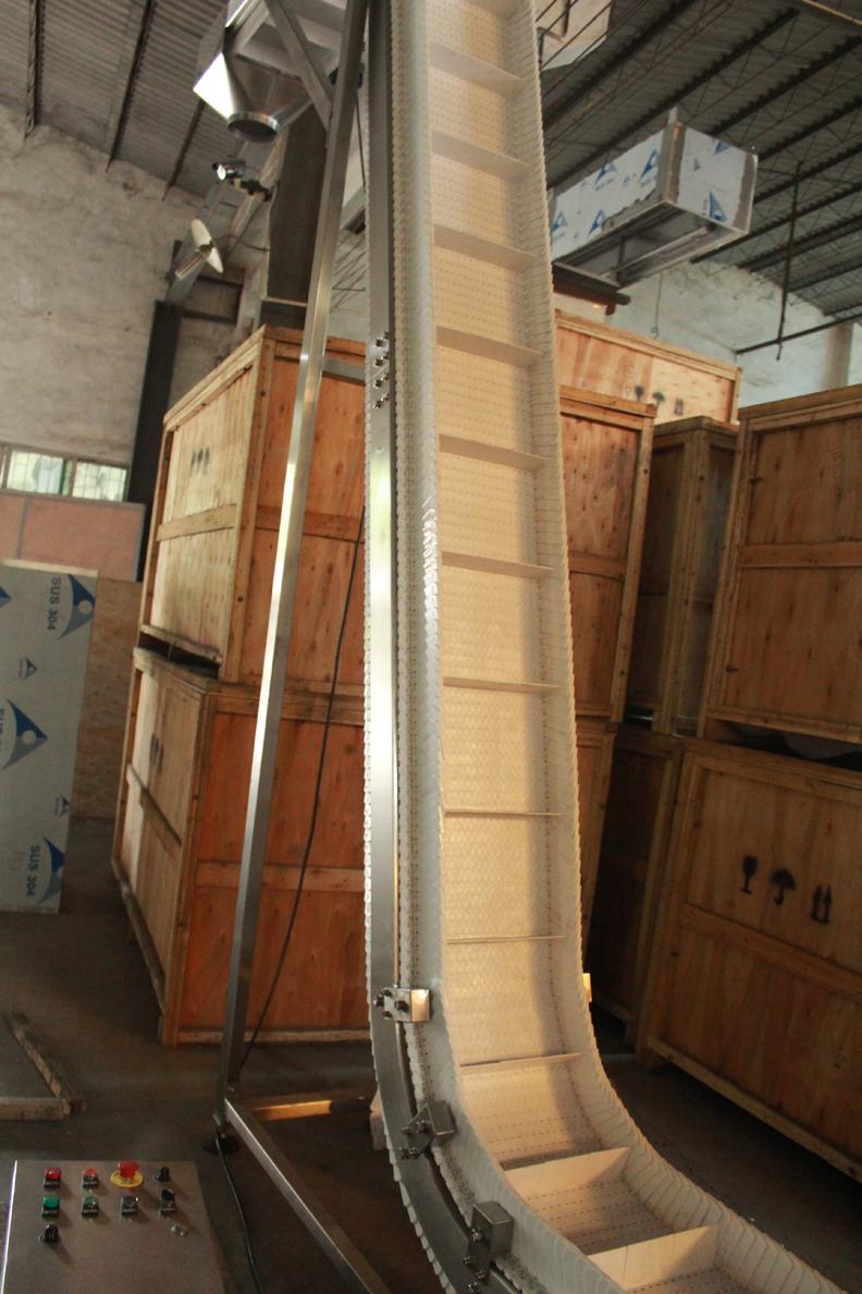Low Operating Costs Vertical Conveyor System Conveyor