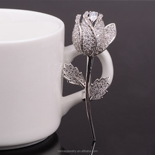 2016 Fashion and Fine Jewelry Silver Plated Rose Flower Shaped Curve Full Shining Brooches for Women