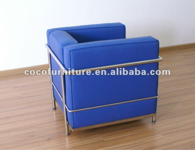 Le corbusier fauteuil en cuir bleu lc2 item no 7017 1 Canapés d