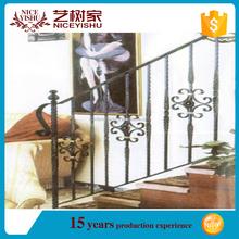 pasamanos de la escalera interior de hierro forjado