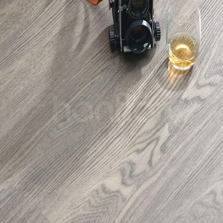 Wood grain waterproof click vinyl flooring.jpg
