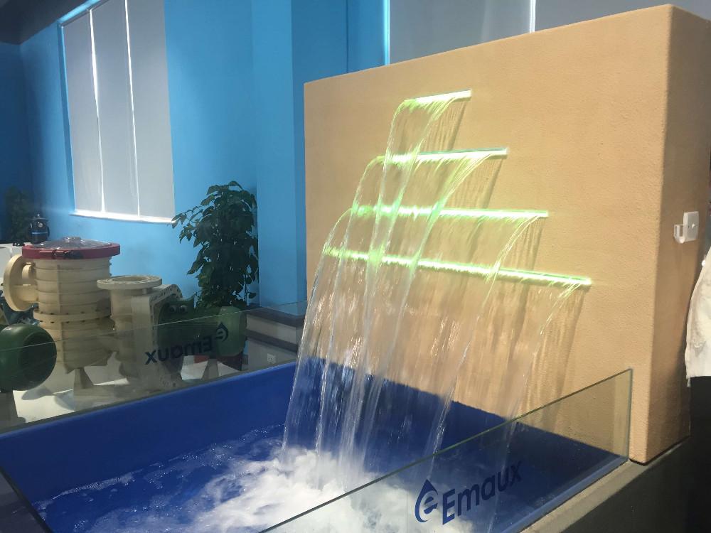 Esmaltes piscina spa luz led cortina de agua acr lico for Piscina de acrilico