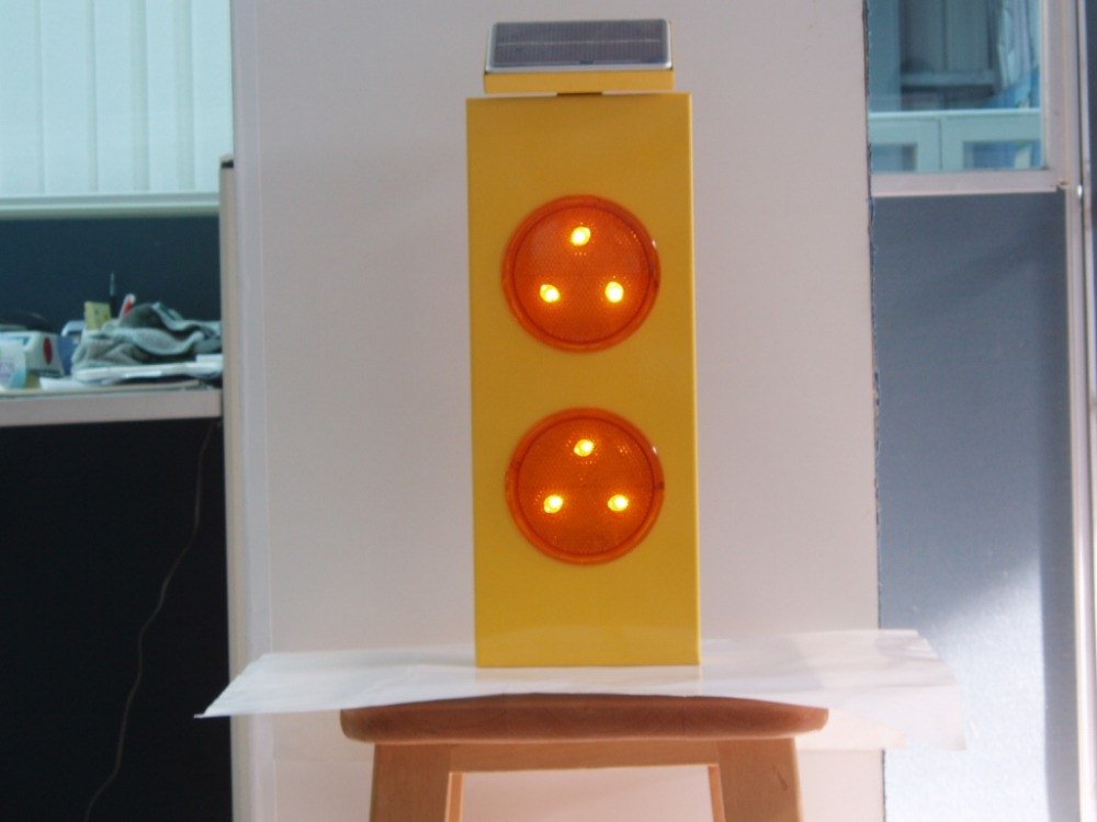 Roadway Safety Equipment Led Traffic Light Solar Flashing Beacon ...