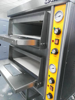 Commercial Restaurant Baking Equipment 2 Decks Portable Electric Pizza Oven  Sale