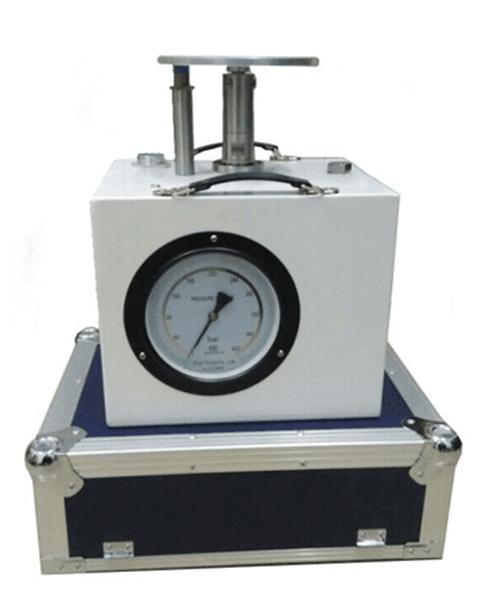 Oil pipeline leak detector pressure tester