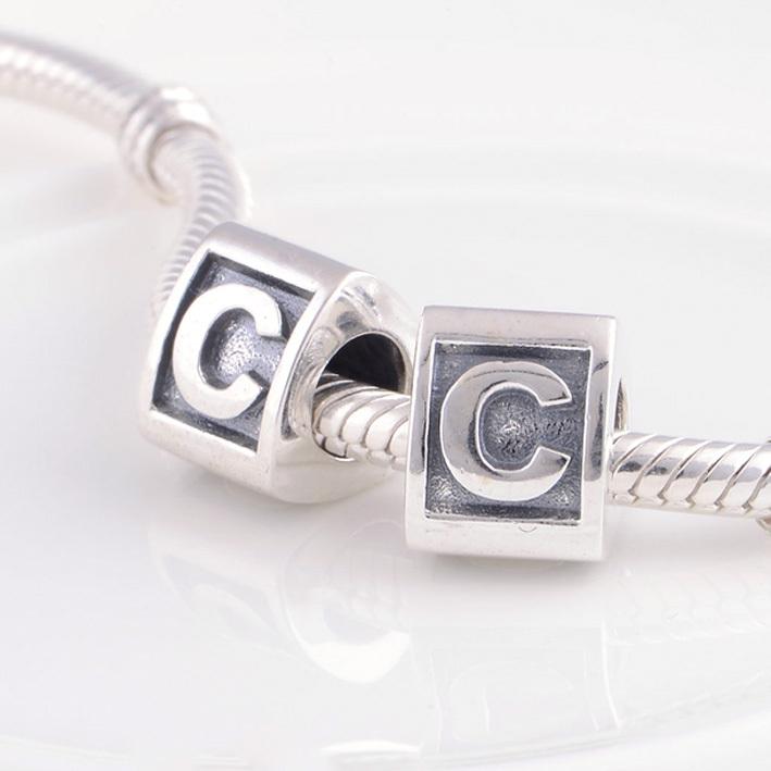 charms pandora lettre c