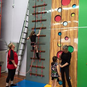 Panjat Tebing Dinding Untuk Anak Anak Dan Kayu Dalam Ruangan Dinding Dengan Auto Belay Climbing Buy Panjat Tebing Dinding Kayu Dalam Ruangan Climbing Wall Auto Belay Product On Alibaba Com