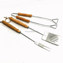 Cost-effective Steel wire 3 piece BBQ tools set with wood handle turner fork tong