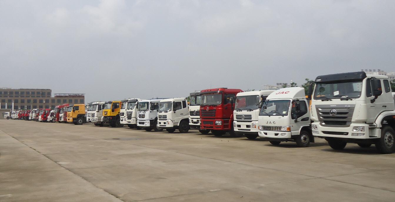 Alta qualità Dongfeng 4X2 Vuoto camion cisterna per la vendita di Aspirazione delle acque reflue camion di aspirazione delle acque reflue
