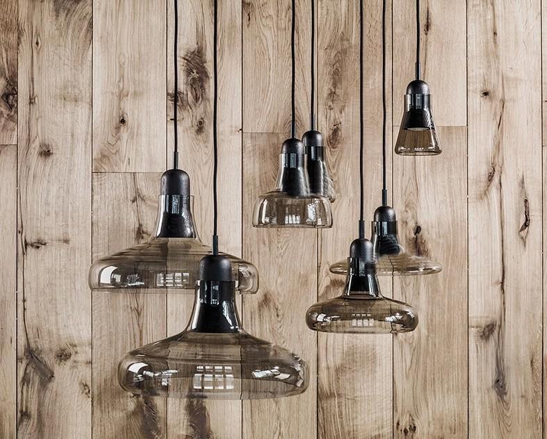Moderna grigio fumo di colore vetro con interni in legno