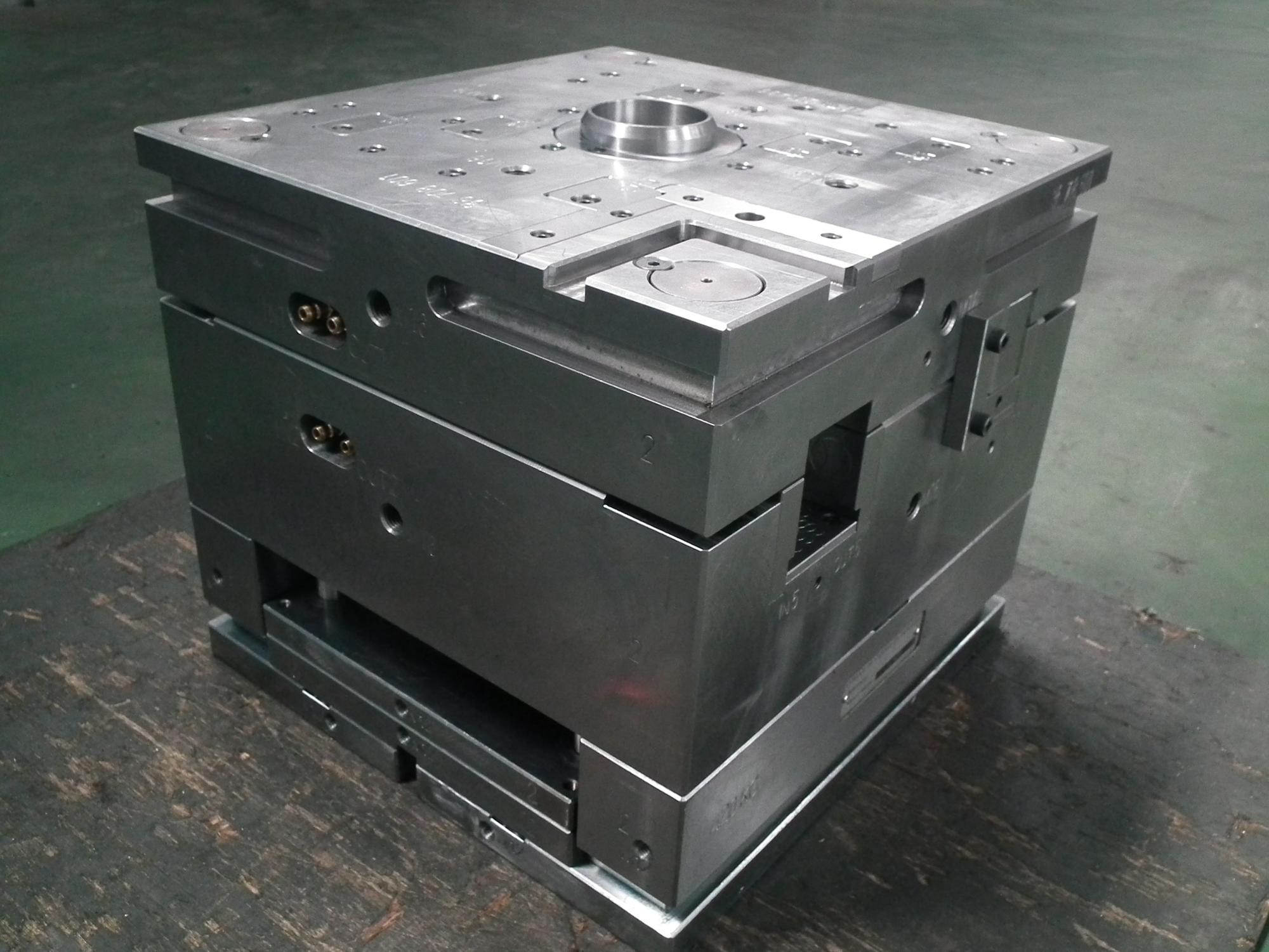 china suppliers make up quality plastic injection mold/plastic mould
