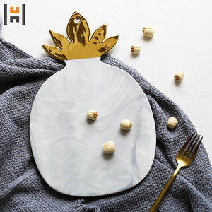 Ceramic marble pineapple with gold printing home decor hanging plate