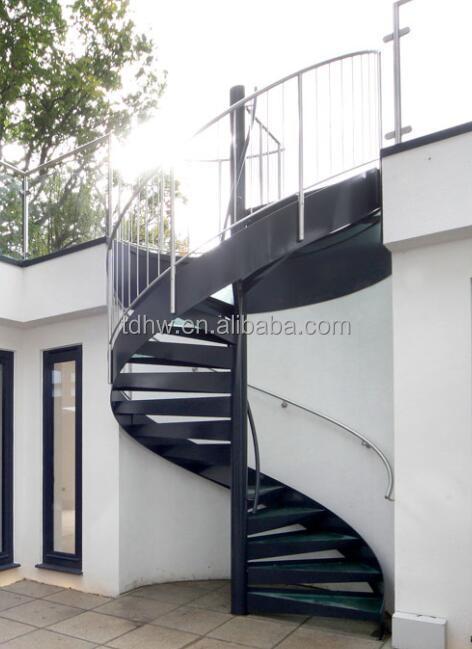 externa utiliza escalera de caracol de metal con vidrio rodadura y barandilla de acero inoxidable