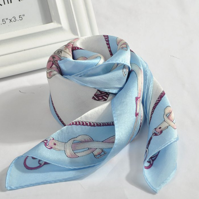 China manufacture fashion bandanna lady print scarf small square scarf for promotion