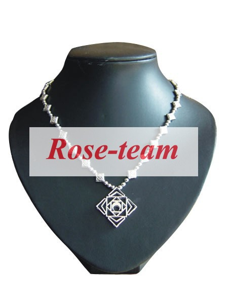 Rose-team Fantasia Anime Cosplay Made Vampire Knight Yuki Cross Necklace Cosplay Accessories