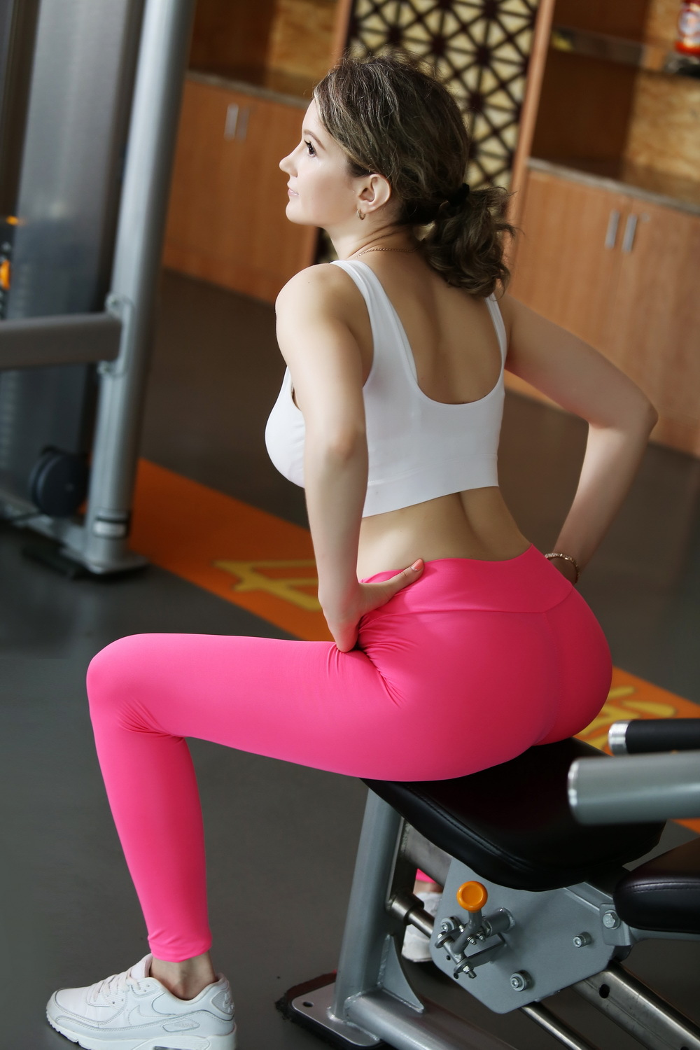 Free Clips Of Ladies Wearing Tight Clothes 63