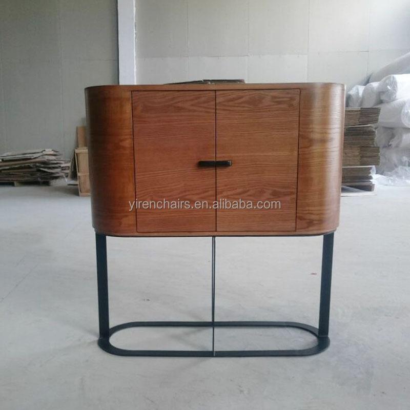 Meubels woonkamer massief hout met metal benen walnoot for Houten meubels woonkamer