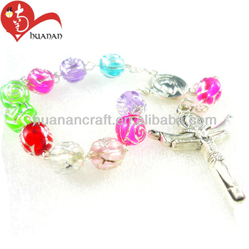 Colorful acrylic/plastic bead jesus cross elastic bracelets wholesale