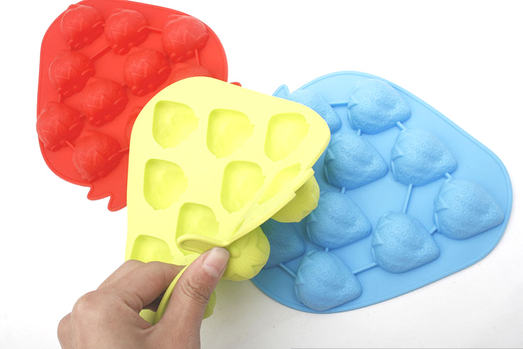 Nonstick Personalized Strawberry Shape Silicone Ice Cube Trays