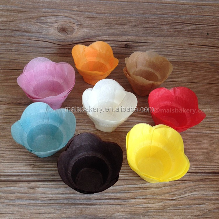 Manufacture solid color disposable flower medium base 33mm lotus baking muffin cups for cake