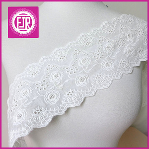 Good quality scalloped cotton eyelet lace trim in white color