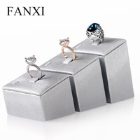 FANXI Wholesale Luxury Elegant Tilt Prop Jewelry Display Stand Set Silver Grey PU Leather Wedding Ring Display Stand Set