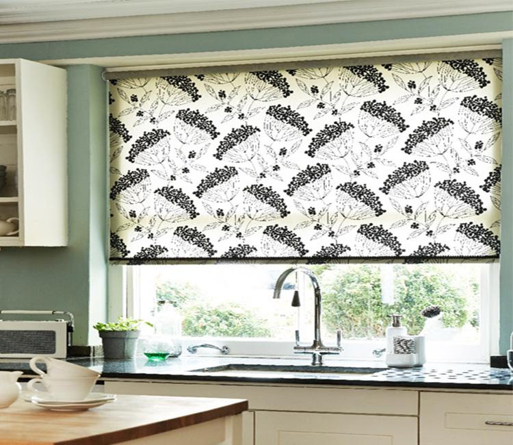 Рулонные шторы на кухню и их преимущества