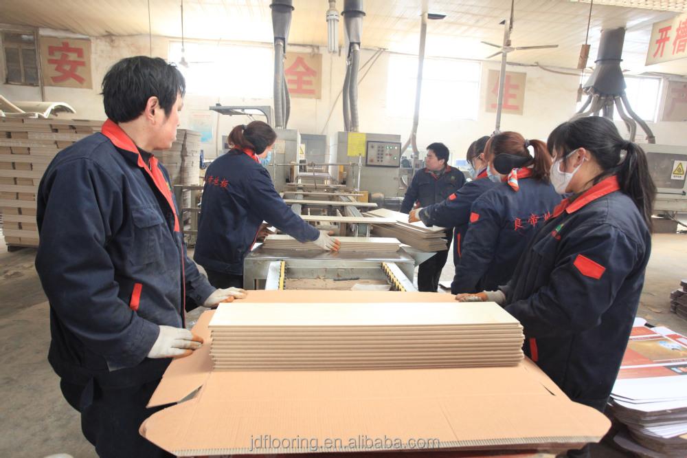 Oak Brushed Surface Treatment Laminate Flooring China Factory