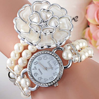 2015 new trendy flower design pearl strap ladies quartz hand watch