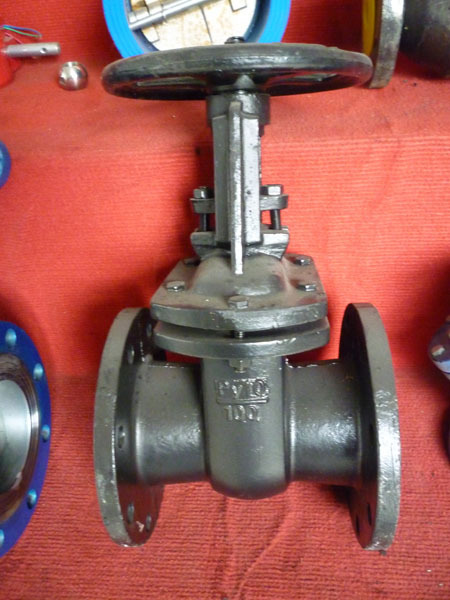 Plastic pipe butterfly valve of gear type for water for Plastic water valve types