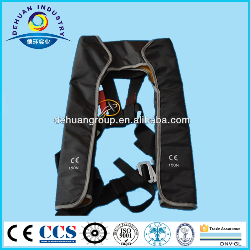 Manual inflatable lifejacket