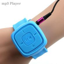 Sportovní MP3 přehrávač na způsob hodinek – slot na micro SD kartu