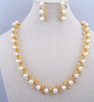 Yiwu Market Whole Good Quality Antique Pearl Dropped Earring Necklace Set