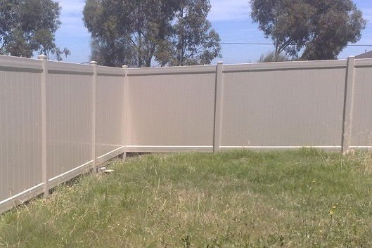 Pvc cl ture privacy cl tures treillis et portails id de for Palissade en pvc jardin