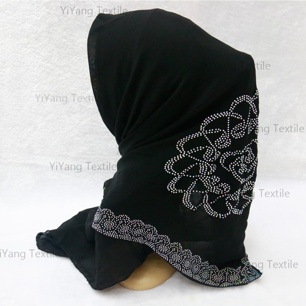 Arab hijab principal anbur