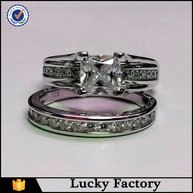 925 Sterling Silver Cubic Zirco<em></em>nia Princess Cut Anello di Fidanzamento Sposa Set Da Sposa delle Do<em></em>nne Commercio all'ingrosso, produttore, produzione